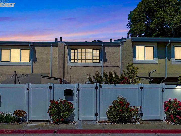 38564 Mcdole Ter, Fremont, CA, 94536 Townhouse. Photo 1 of 14