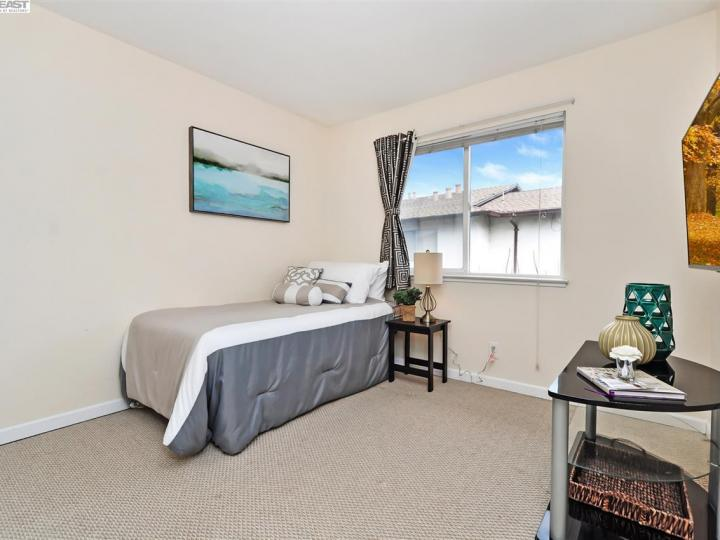 631 Foster Ct #2, Hayward, CA, 94544 Townhouse. Photo 13 of 20