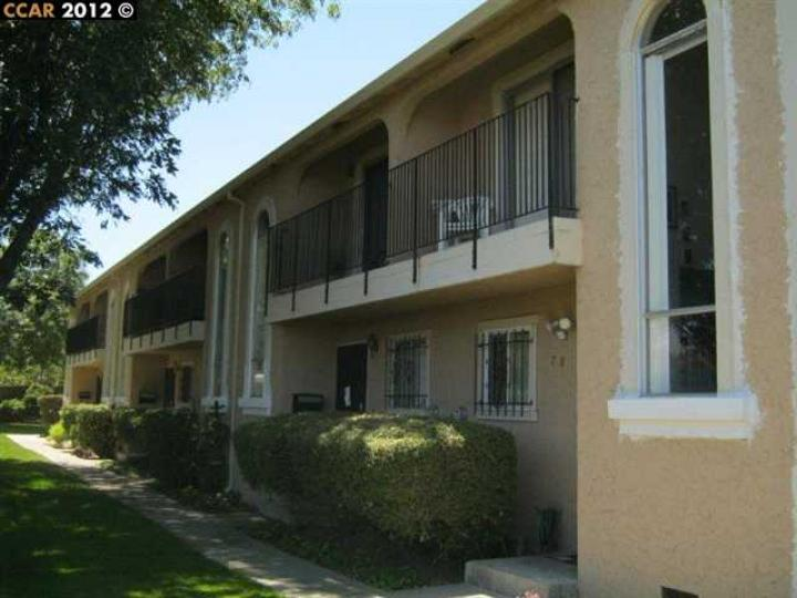 77 Meadowbrook Ave, Pittsburg, CA, 94565-5547 Townhouse. Photo 2 of 7