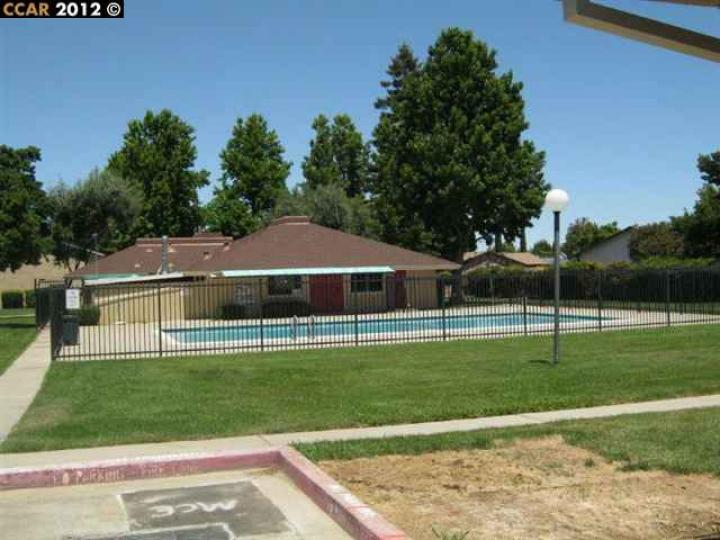 77 Meadowbrook Ave, Pittsburg, CA, 94565-5547 Townhouse. Photo 5 of 7