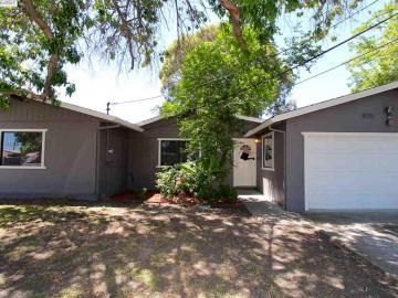 1431 Darlene Dr, Meadow Village, CA