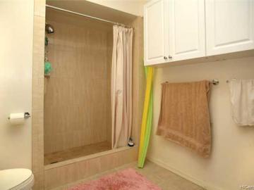 Holiday Manor condo #1008. Photo 5 of 9