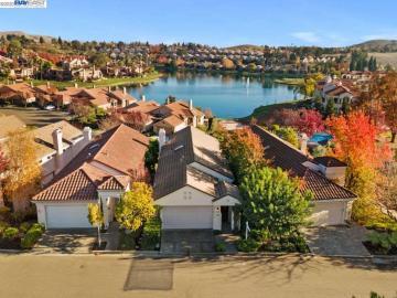 202 Lakeridge Way, Canyon Lakes, CA