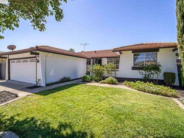 35795 Ellmann Pl, Brookvale, CA