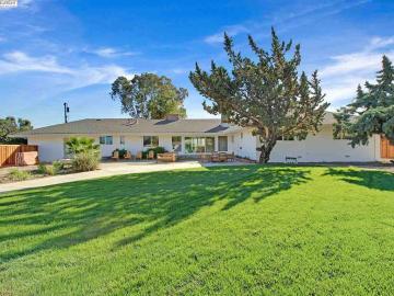 7681 W Linne Rd, Jefferson, CA