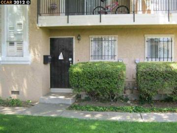 77 Meadowbrook Ave, Pittsburg, CA, 94565-5547 Townhouse. Photo 1 of 7